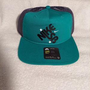 NIKE SB Pro Green Mens Trucker Hat